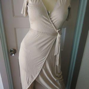 Dresses & Skirts - Pretty wrap dress